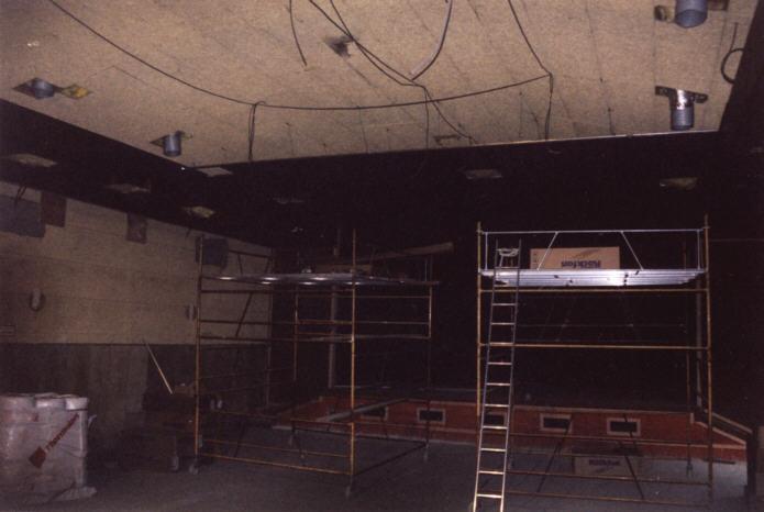 Installation du faux plafond noir